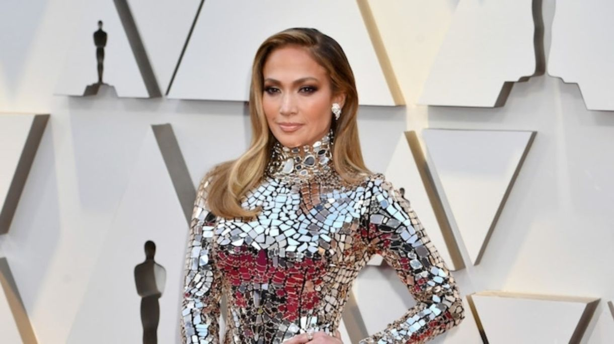 Όσκαρ 2019: Η Jennifer Lopez Dazzles στο Epic Mirror Dress στο Red Carpet Awards Awards
