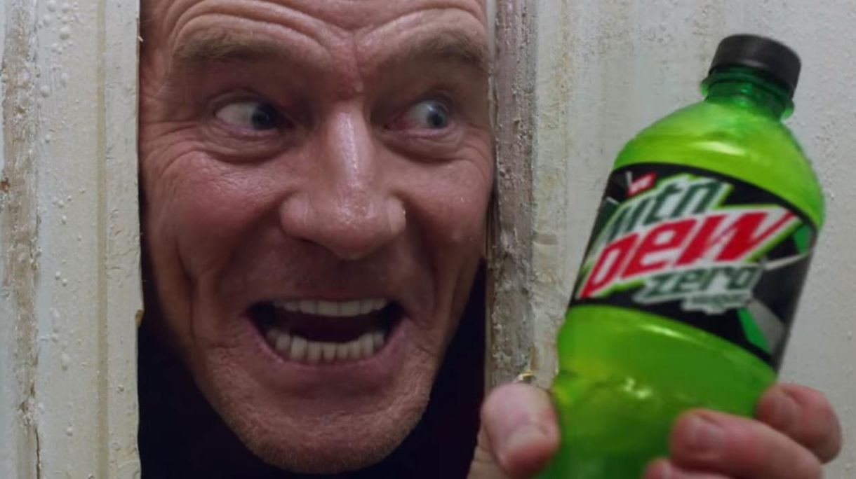 Super Bowl 2020: Bryan Cranston remakes 'The Shining' med tracee Ellis Ross i Epic Mountain Dew Commercial